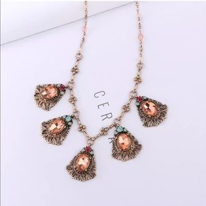 Jewelry - 💎 Stunning Fall Rose Gold Pink Statement Necklace